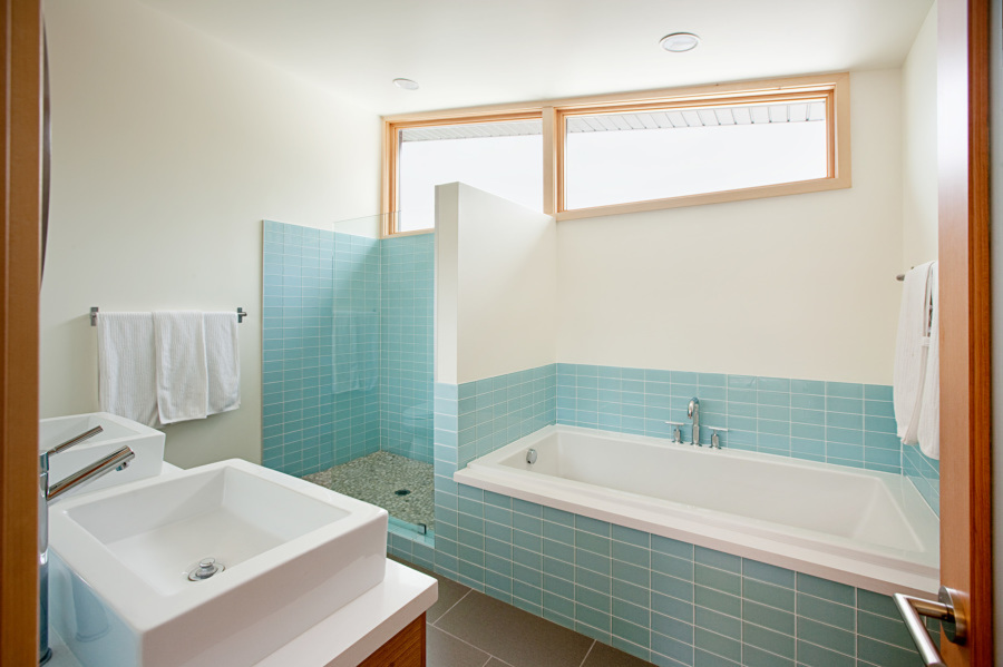 Un baño espacioso