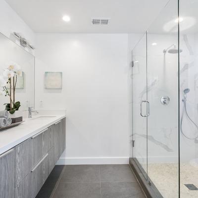 Mamparas de cristal en duchas y baños