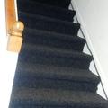 alfombra instalada en escala