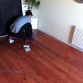 Trabajo de limpieza piso flotante