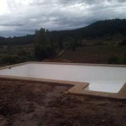 Piscina con escala rectangular