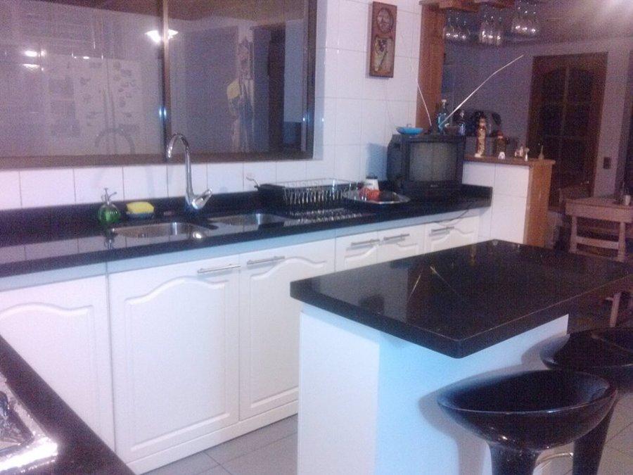 Foto cocina con cubierta de granito negro san gabriel de for Cocinas con granito negro