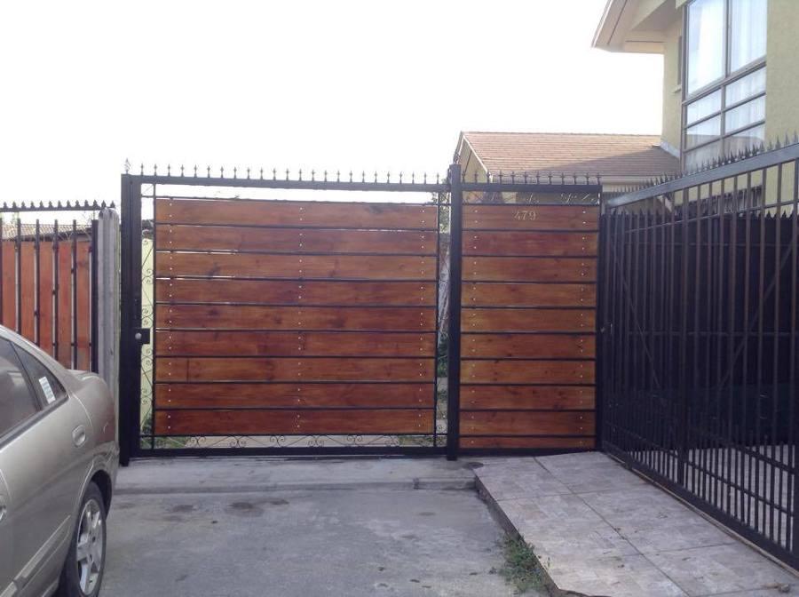 Foto portones rusticos de madera y metal de ar inmocons for Porticones madera exteriores