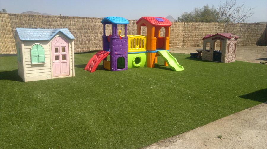 Foto jardin infantil de pasto sintetico instalaci n y for Cronograma jardin infantil 2015