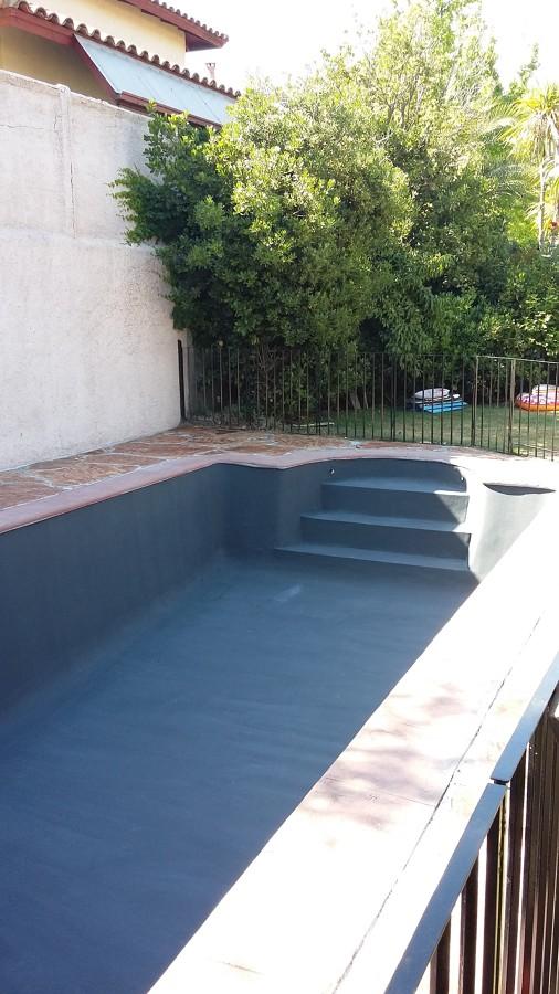 Foto piscina de hormigon de pintando con anglocolors for Presupuesto de piscinas de hormigon