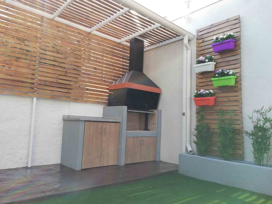 Terraza techada con área para parrilla