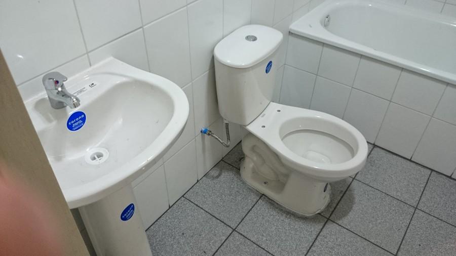 Foto bano en bodega de materiales de d e k a servicios y - Materiales de bano ...