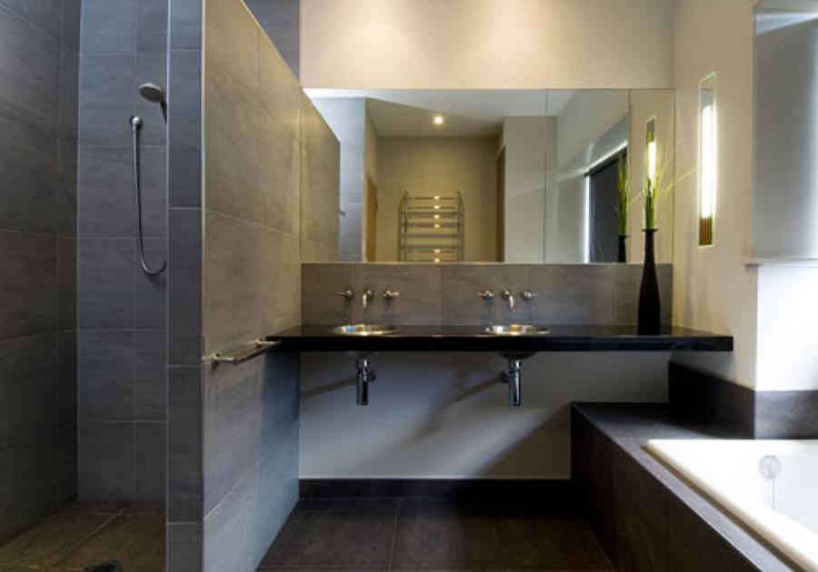 Foto ba o moderno en piedra pizarra de arquitectonica visual 4389 habitissimo - Eigentijdse badkamer fotos ...