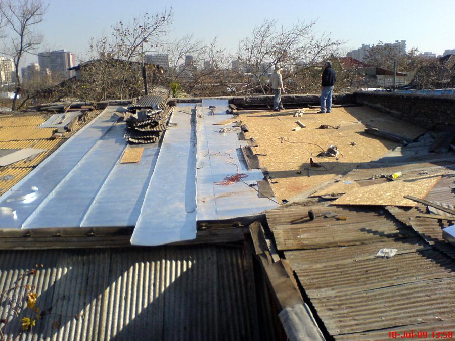 foto cambiando de techo de zinc a americano de reparacion