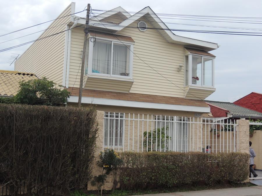 Foto casa estilo americano de rogavald construcciones for Fachadas de casas segundo piso