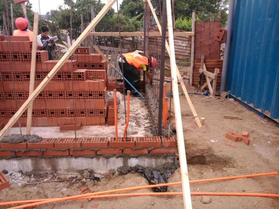 Foto casas de ladrillo princesa de movimiento de tierra y for Construccion de piscinas con ladrillos