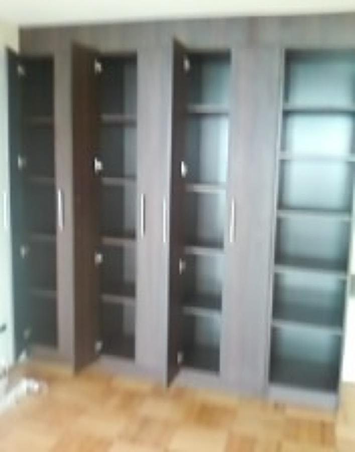 Foto closet dormitorio de comercializadora de muebles for Closet de dormitorio