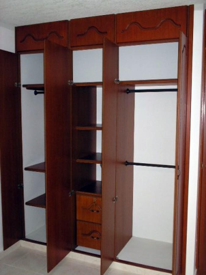 Foto closet de ibm muebles 10811 habitissimo for Disenos de closets sencillos
