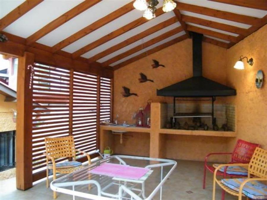 Foto cobertizo y quincho de constructora aransa 45046 for Cobertizo de madera ideas de disenos