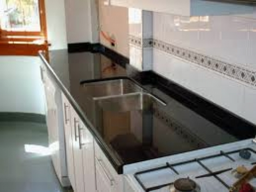 Foto cocinas remodelada de decomarmol 7653 habitissimo for Marmol negro brasil