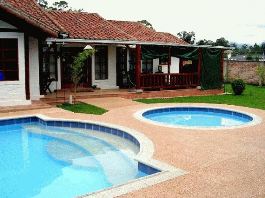 Foto construccion casa y piscina en curacavi de bys for Modelos de piscinas en casa