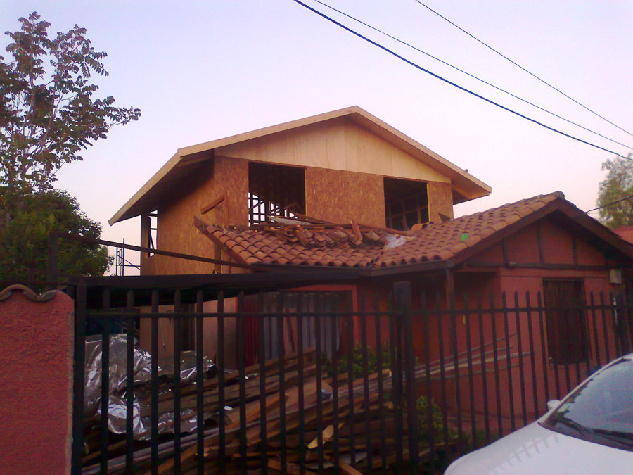 Foto construcci n de segundo piso estructura en madera for Casas segundo piso de madera