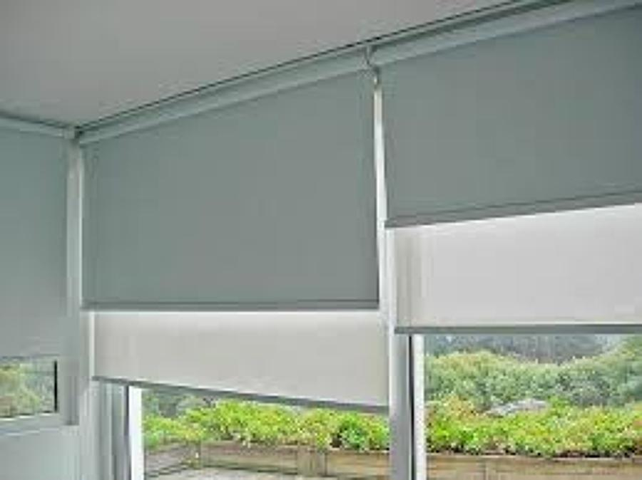 Foto cortinas enrollables cortinas celulares persianas for Cortinas para puertas de exterior