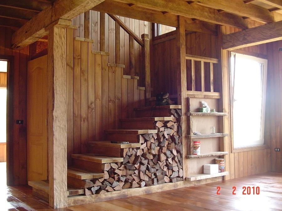 Foto escalera en madera nativa de alfred wilder 46348 for Casas con escaleras de madera
