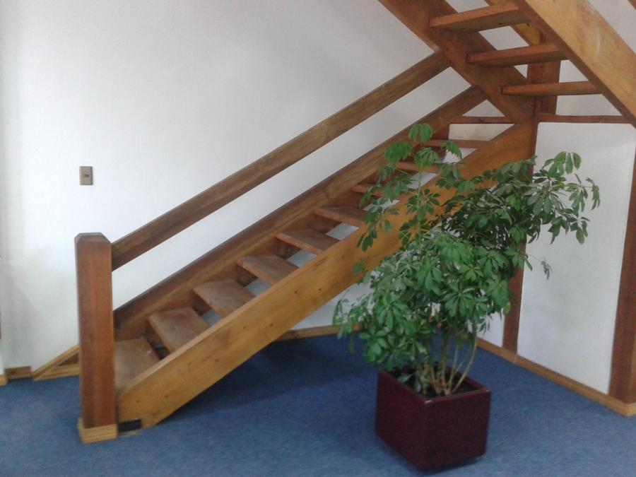 escaleras en madera nativa