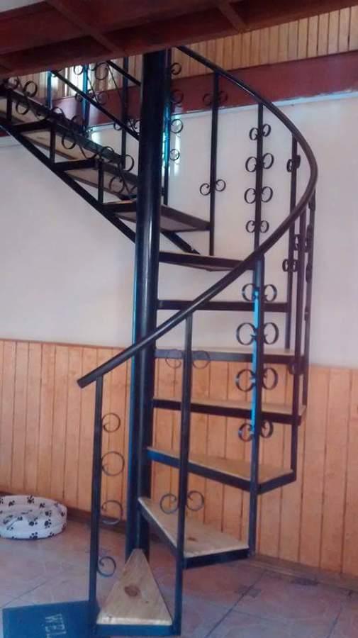 Foto escalera metalica caracol de vidrieria for Como hacer una escalera caracol metalica