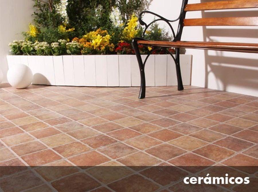Foto instalacion ceramico de remodelaciones interiores for Pisos para patios interiores