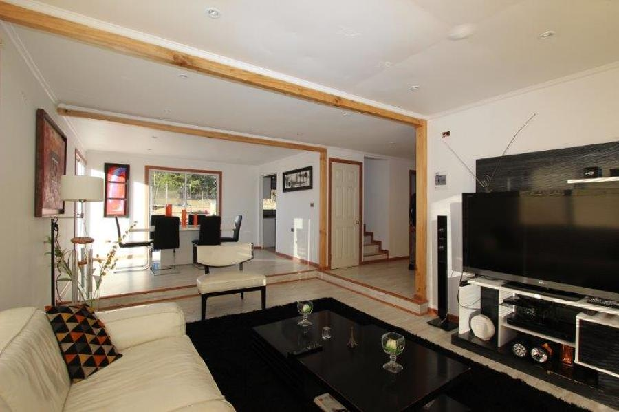 Foto interior living comedor de casa estilo mediterranea for Fotos living comedor
