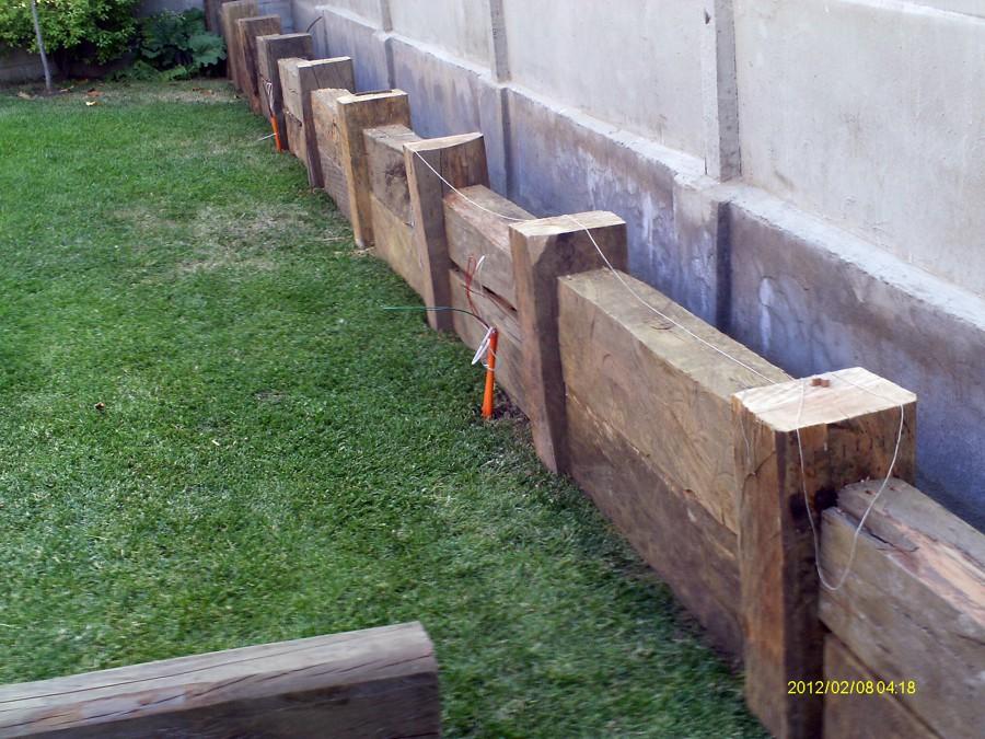 Foto jardinera de durmientes de bybconstrucciones 20807 - Jardineras en escalera ...