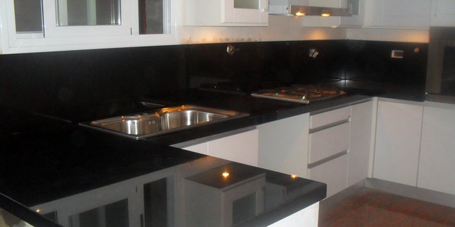 Foto mueble con cubierta de decomarmol 7652 habitissimo for Marmol negro para cocina
