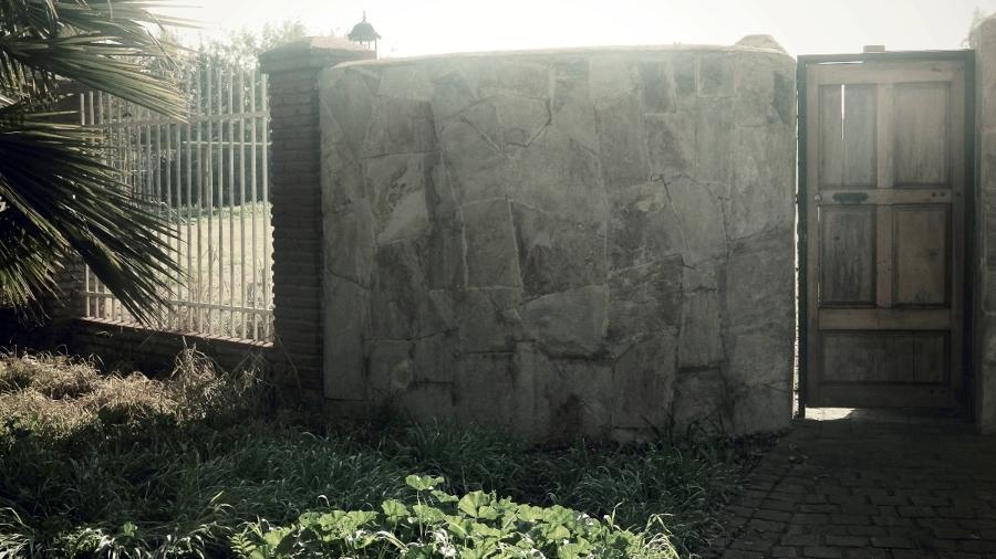 Foto muro exterior en casa en chicureo de constructora - Muro exterior casa ...