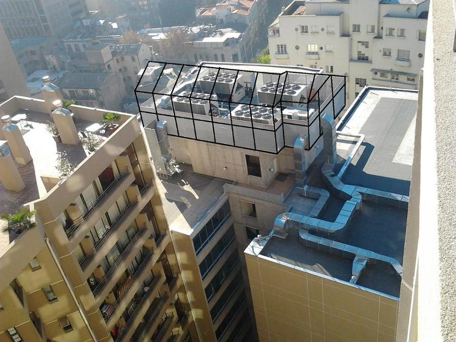 Proyección de paneles acústicos en azotea de edificio.