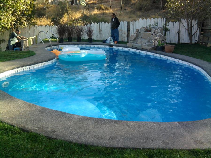 foto piscina con cascada de construcciones de piscinas y