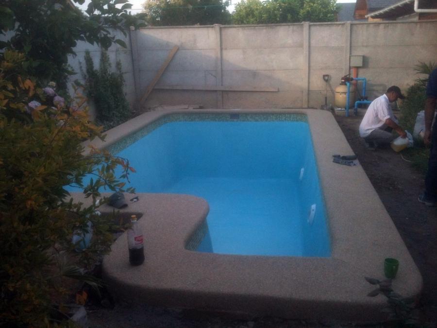Foto piscina con escala cuadrada de construcci n de for Piscina cuadrada