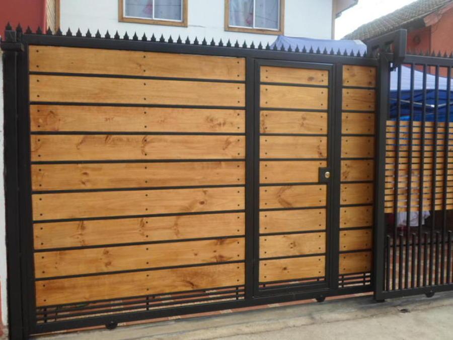 Foto port n de corredera electrico de constructora fgt for Como hacer una puerta con tablas de madera