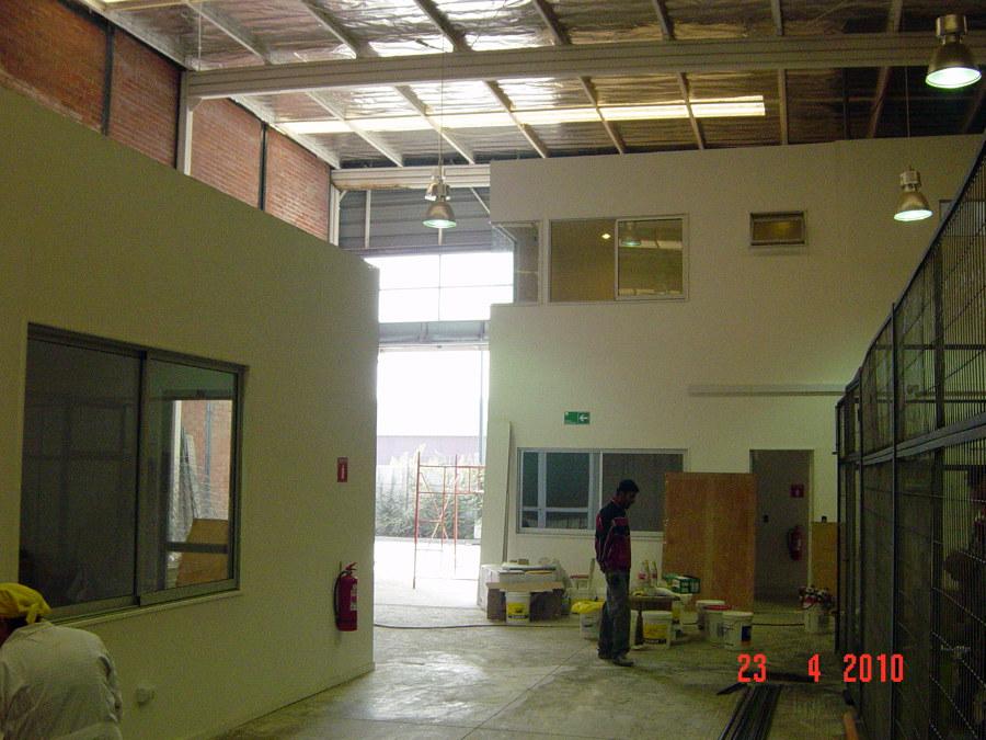 Foto proyecto y construccion oficinas y fabrica de for Construccion oficinas