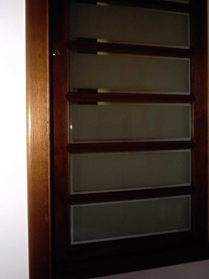 Foto puerta madera y cristal de diseprod 7902 habitissimo - Puertas de madera con cristal ...