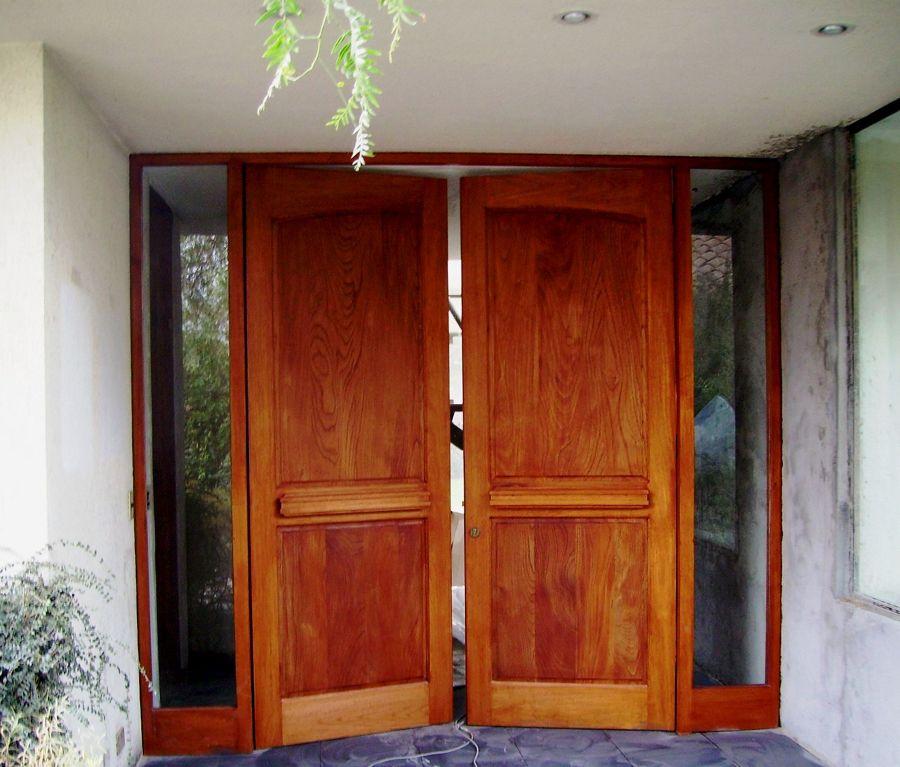 Foto puerta principal en madera de toms multiservicios for Puerta principal de madera