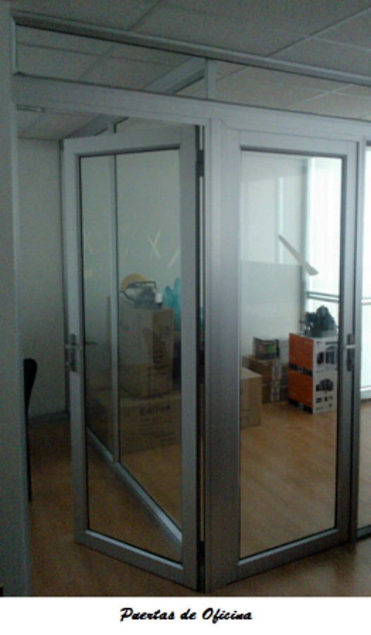 Foto puertas de oficina de empresa constructora la romana for Puertas para oficina