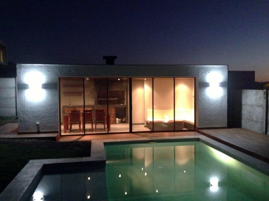 Foto quincho piscina chicureo 2 de constructora cec for Disenos de quinchos con piscinas