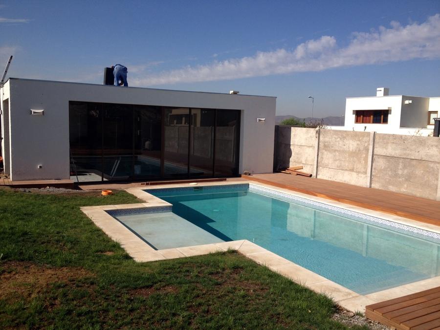 Foto quincho piscina chicureo de constructora cec for Disenos de quinchos con piscinas