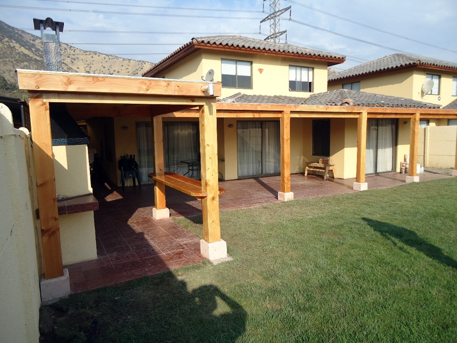 Foto quincho y terraza guechuraba de casas vida hogar for Casa quinchos modernos fotos