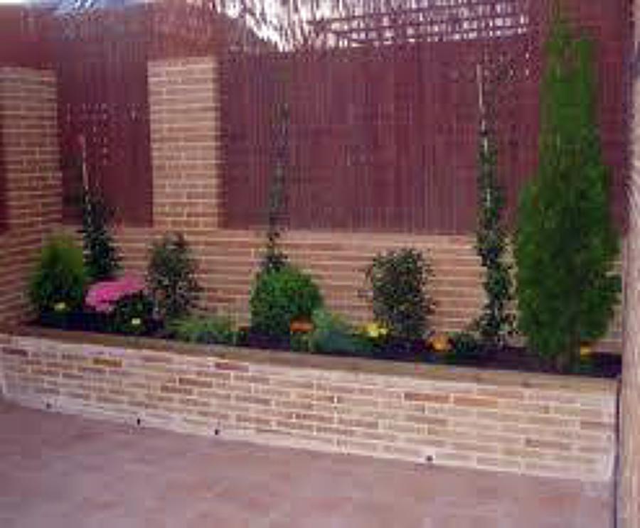 Foto remodelar patio y jardin de mejor hogar 21688 habitissimo - Plantas para jardineras exteriores ...