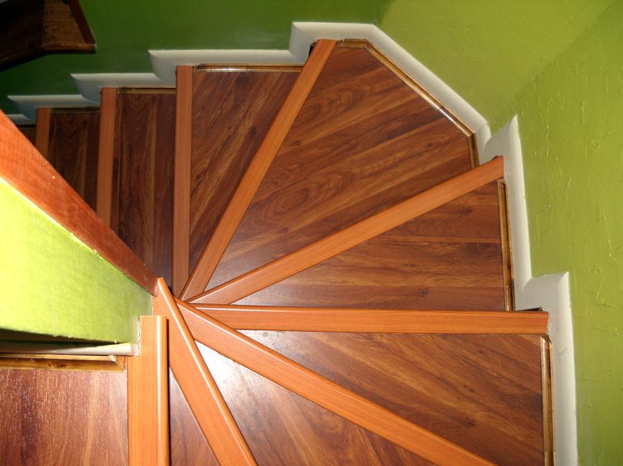 Foto revestimiento escaleras de instalador de piso - Revestimiento para escaleras ...
