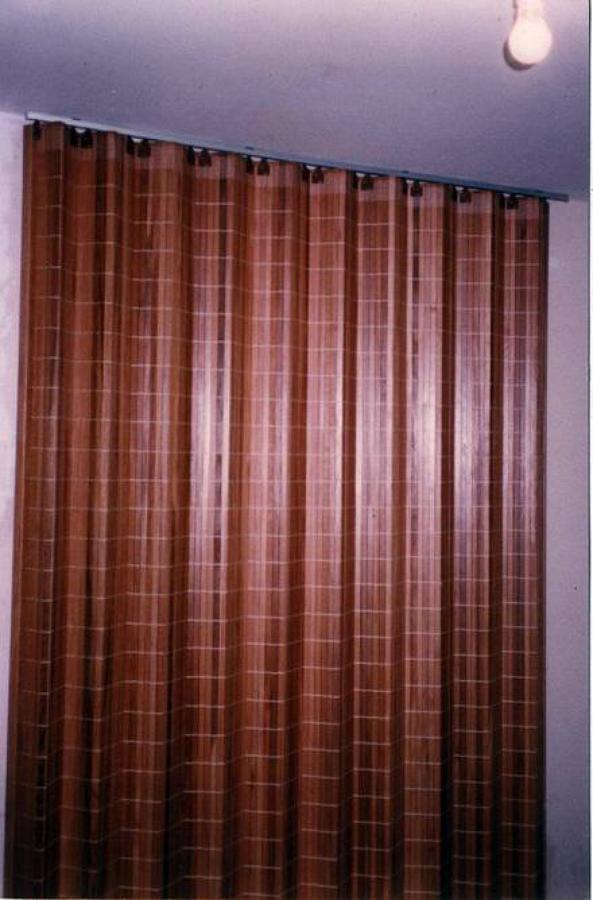 Foto separador de ambientes de hr cortinas demadera for Ganchos para cortinas de madera
