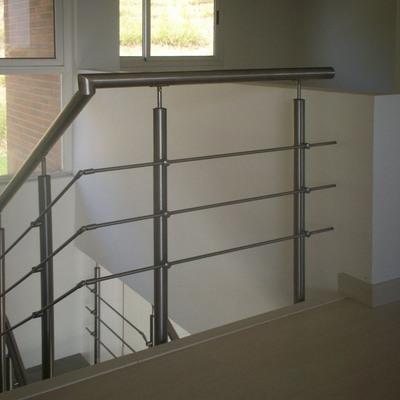 Diseño escalera y barandas