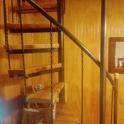 Escalera Caracol con peldaños de madera