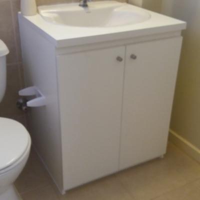 banitorio con lavamanos existente
