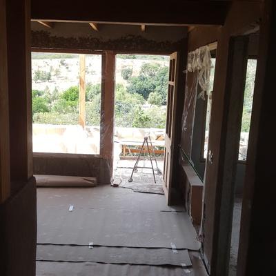 Puertas vintage y marcos de ventanas de roble.