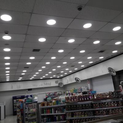 Cambio de iluminación en farmacia.... Aluro por led