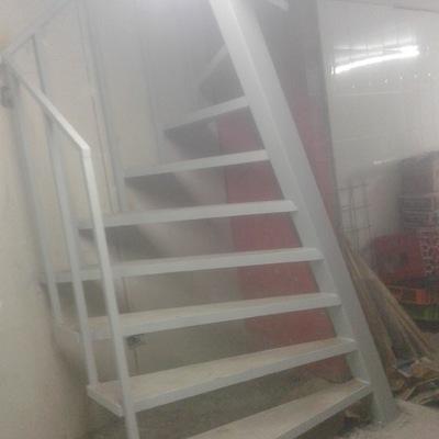 Escalera para 1 m2 de area proyectable terminada